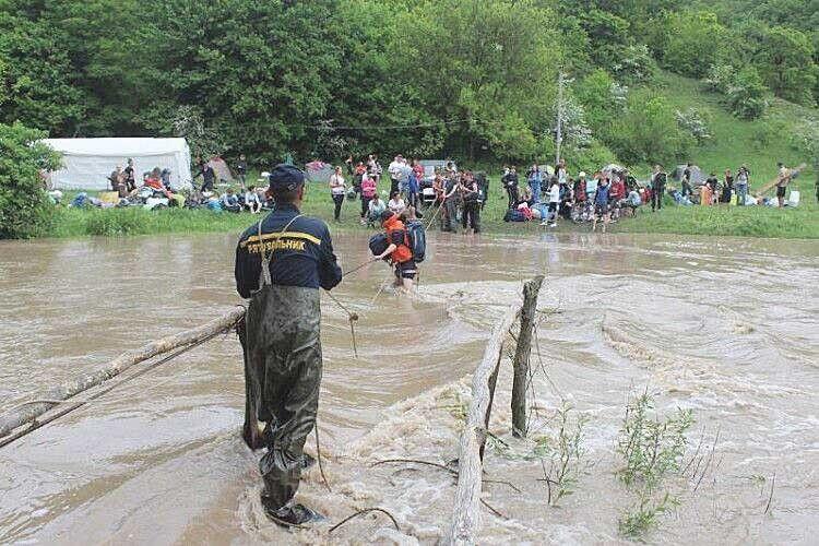 Річка Смотрич узяла вполон 255туристів