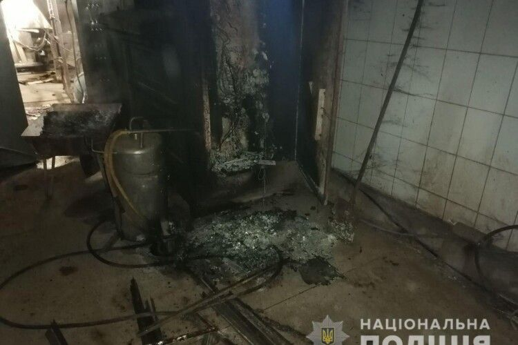 На Рівненщині підпалили цех підприємця з Луцька. Чоловік підозрює конкурентів (фото)