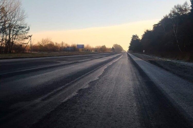 Волинські патрульні попередили водіїв бути обережними на трасі Н-22