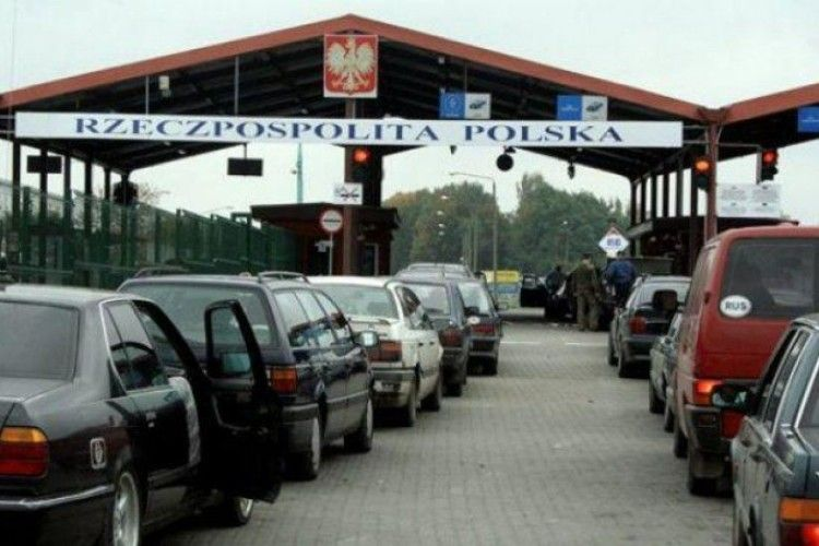 Прикордонники повідомляють про автомобільні затори на західній ділянці кордону України
