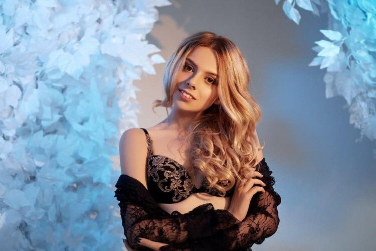 Танці оголених українок в Дубаї спровокували скандал з дочкою олігарха