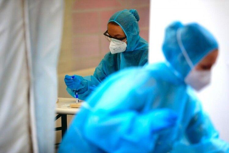 Мутований коронавірус в Україні: лікар із Закарпаття розповів про симптоми першого пацієнта