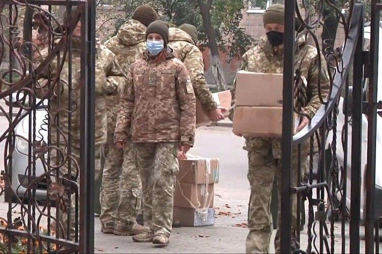 Прикордонники Луцького загону отримали ексклюзивні рукавиці (Фото)