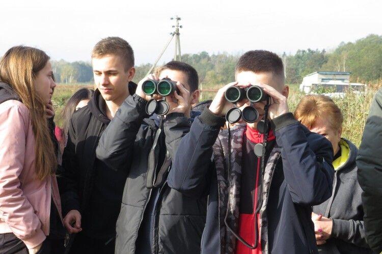 Луцькі 11-класники виїхали на природу і зайнялися бьордвочінгом (Фото)