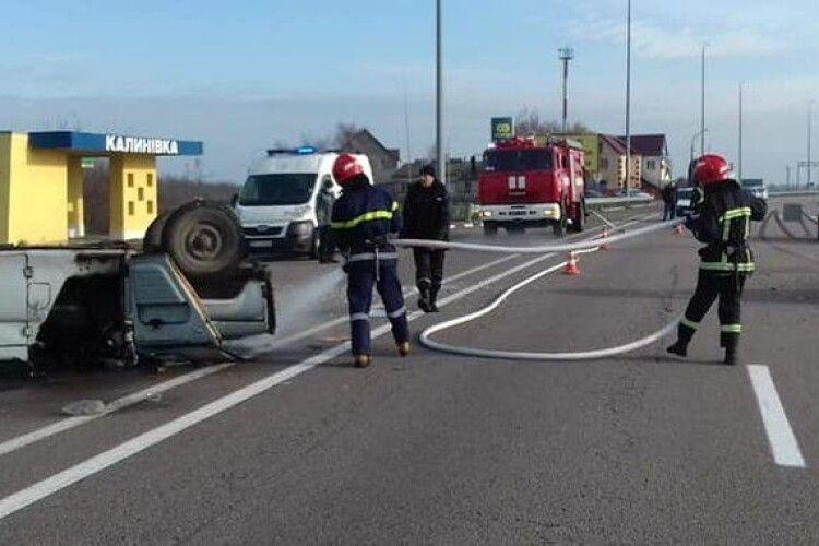 На Рівненщині перекинувся автомобіль, є травмований