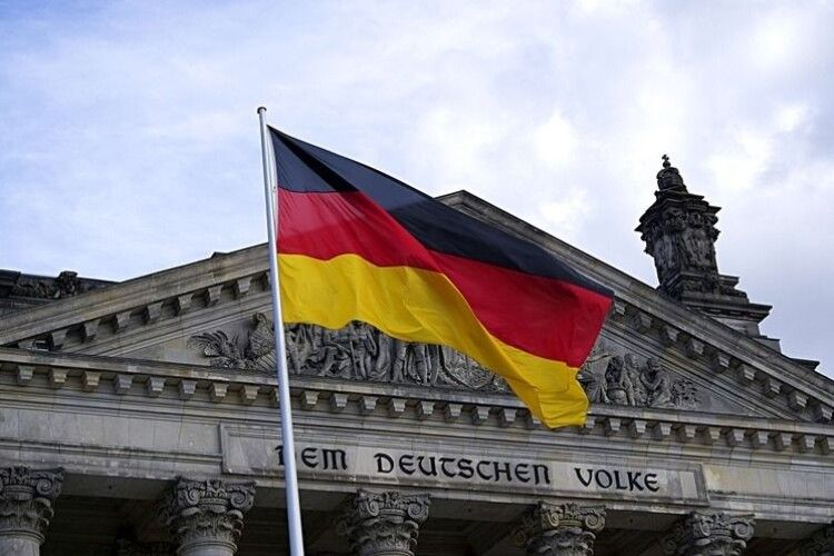 У Німеччині знову дозволилили продавати книги, квіти та лопати