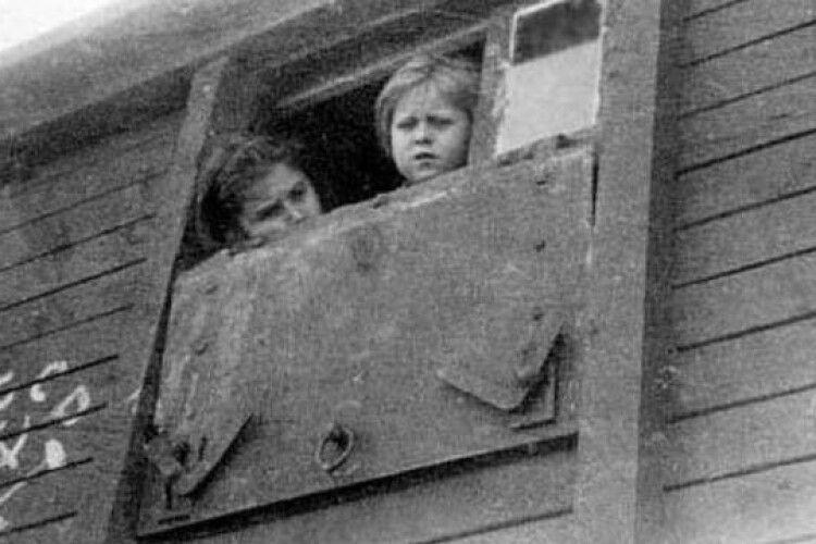 Волинян із грудними дітьми вивозили в неопалюваних вагонах на Сибірську каторгу