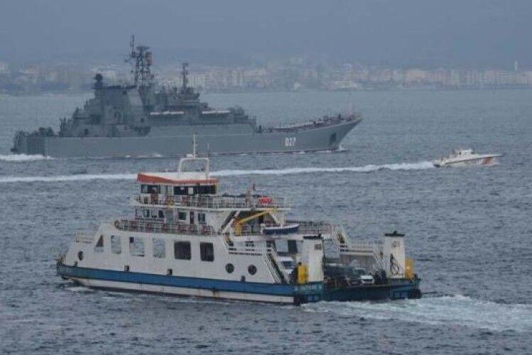 Росія перекинула в Чорне море два бойові кораблі