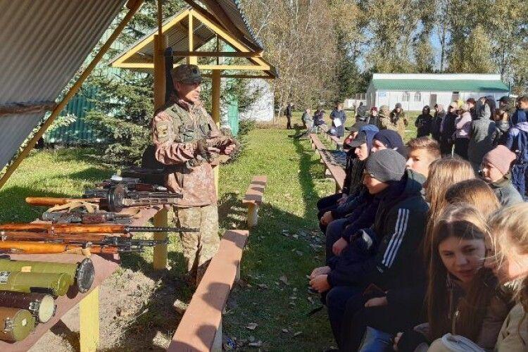 У громаді на Волині загін територіальної оборони провів навчання школярам (Фото)