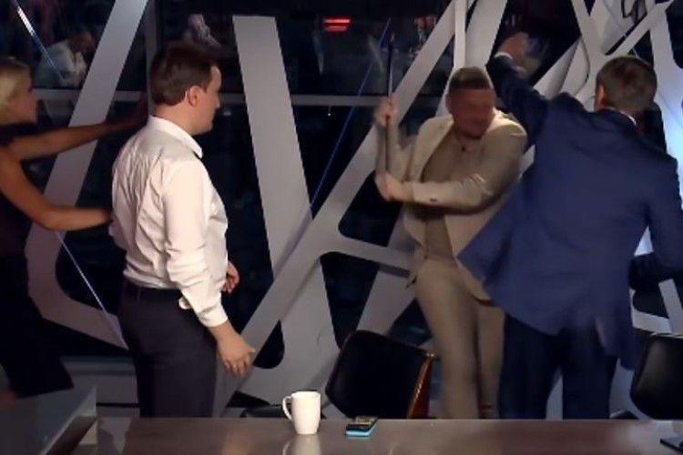 Волинський нардеп спостерігав, як його колеги лушпарилися у прямому ефірі (Відео, фото)