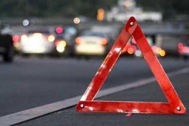 У Ківерцівському районі автомобіль на смерть збив пішохода і втік