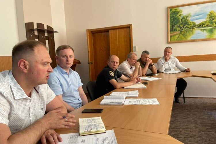 У Луцьку обговорили стан боротьби з незаконними порубками лісу (Фото)