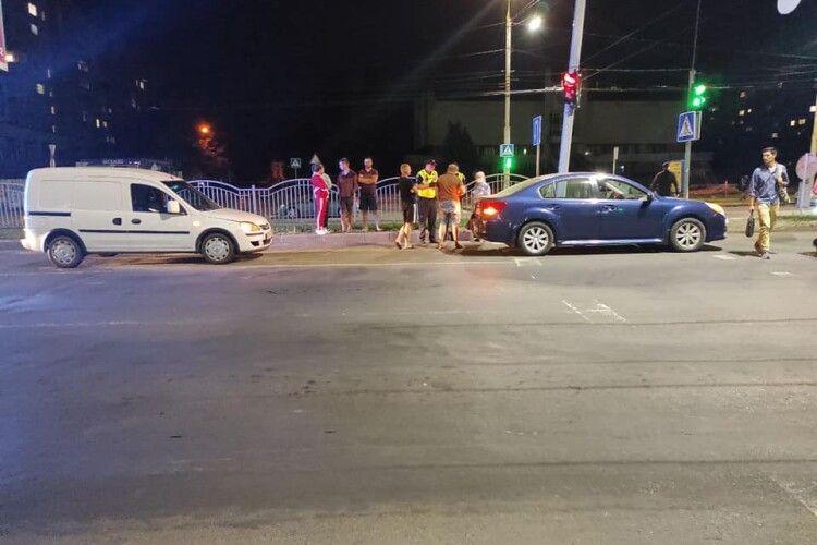 У Луцьку сталася ДТП через бабусю, яка переходила дорогу на «червоний»