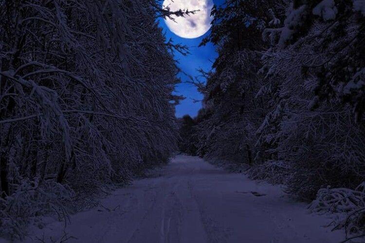 «Місячна соната»: старовижівчанка зафіксувала красу повного місяця