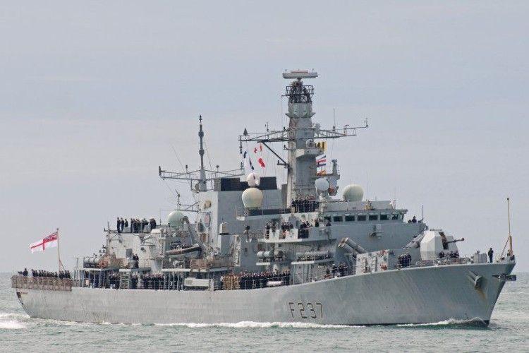 Британський фрегат перехопив чотири російських кораблі-зухвальці