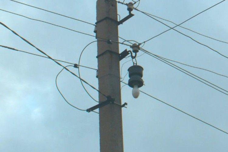 Волинянин приробив ноги електричному стовпу