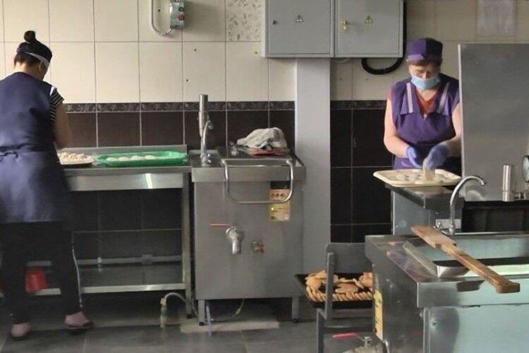 У громаді під Луцьком в школах і дитсадках перестали готувати м'ясні страви