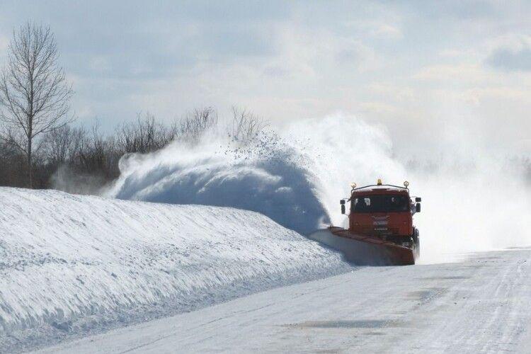 Повідомили, які дороги на Волині закриті для великовагового транспорту
