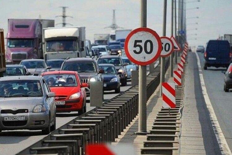 Влада Києва передумала дозволяти з 1 квітня їздити на деяких вулицях зі швидкістю 80 км/год