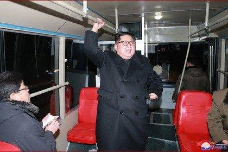 Лідер КНДР проїхався в тролейбусі і дав мудрі настанови (відео)