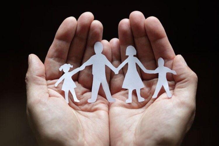 В Україні можуть запровадити виплату державної допомоги подружжям, які прожили у шлюбі 5, 10 ,15 і більше років