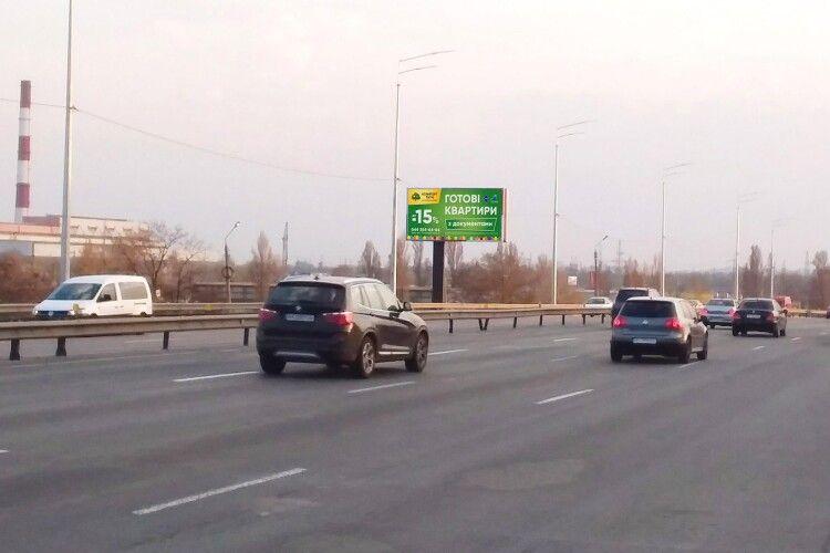 На семи вулицях Києва відсьогодні таки дозволили ганяти зі швидкістю 80 км/год