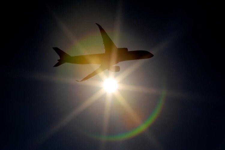 Зеленський доручив припинити авіасполучення із Білоруссю