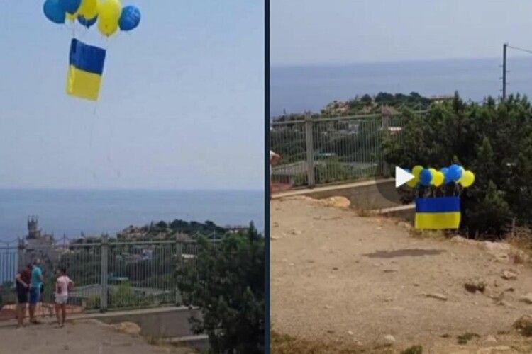 Над Кримом помітили український прапор (Фото, відео)