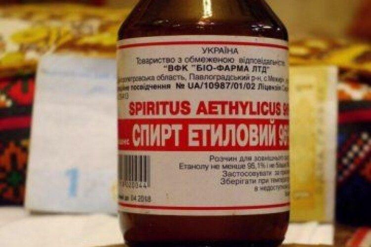 Мінздоров закликає наляканих коронавірусом українців не пити спирт, а мити ним підлогу