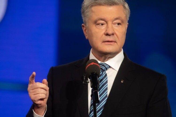 Порошенко: роздача російських паспортів сотням тисяч громадян України – це фактор небезпеки, який вимагає реакції влади