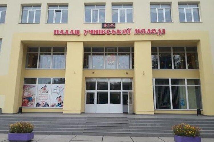 У Луцьку змусили підприємця повернути громаді приміщення Палацу учнівської молоді