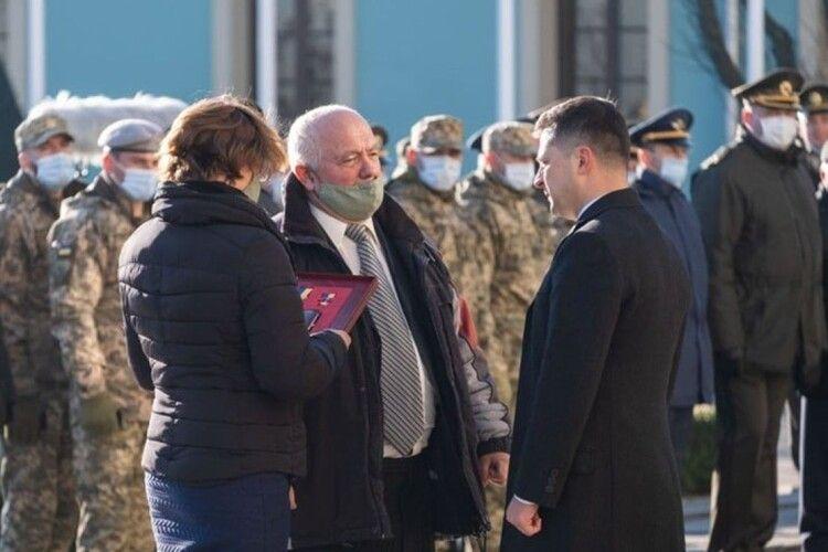 Президент вручив Золоту Зірку Героя України батькові загиблого айдарівця зВолині