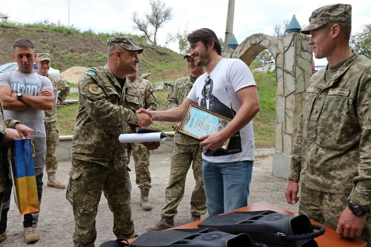 Жінка зробила рекордний благодійний внесок на українську армію