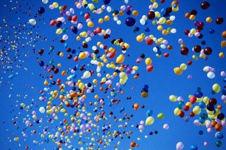 Школярі показали дульки кулькам: закликали не відпускати у повітря надувні кулі (ВІДЕО)