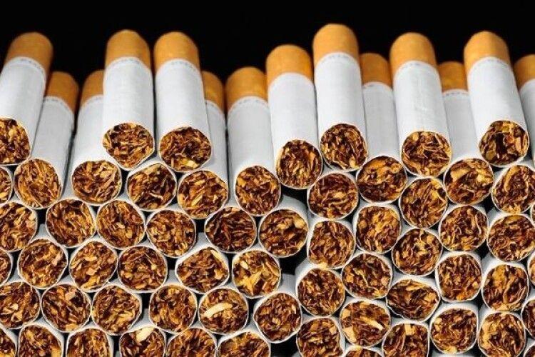 Прокуратура Рівненщини розслідує, чому конфісковані лінії з виробництва цигарок продали втричі дешевше