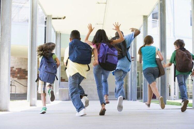 Коли  цьогоріч у школярів будуть канікули? Усе залежить від карантинних зон
