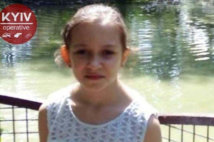 В Києві шукають 10-річну школярку, яка сьогодні вранці пішла у школу, проте не дійшла туди