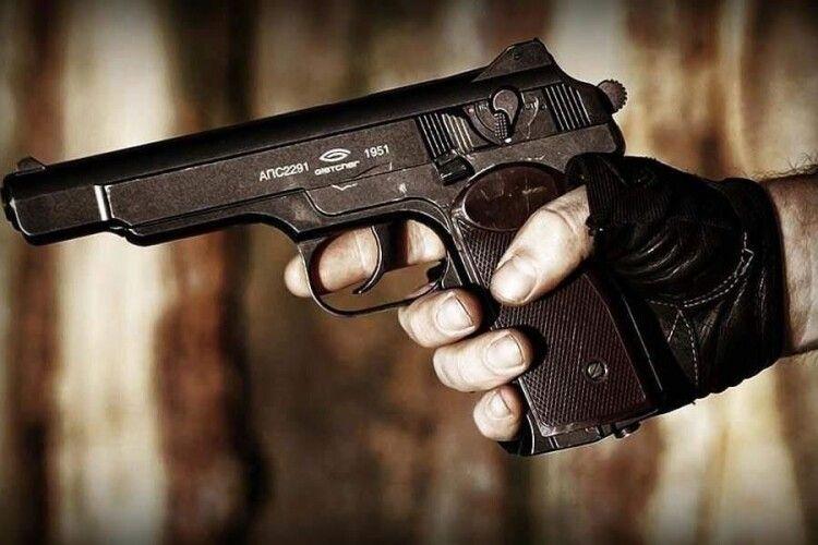 На Волині бандити зі зброєю пограбували магазин