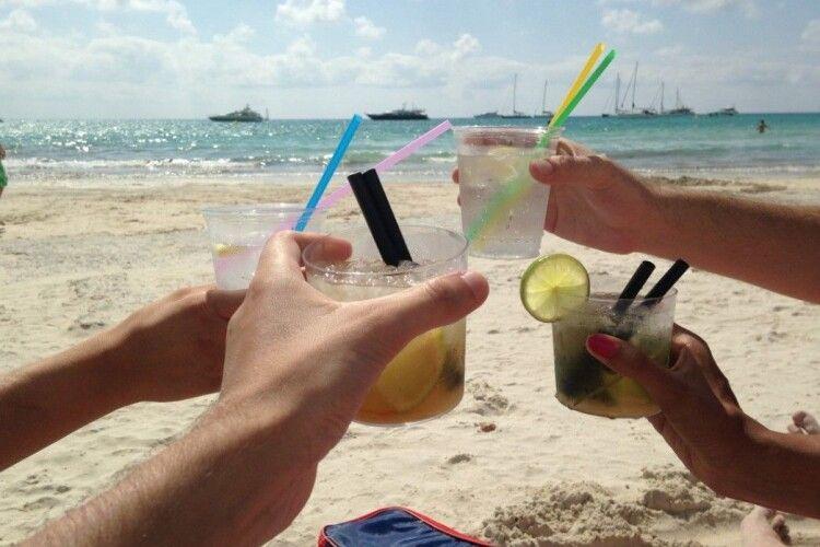 Фахівці пояснили, чим загрожує алкоголь у спеку