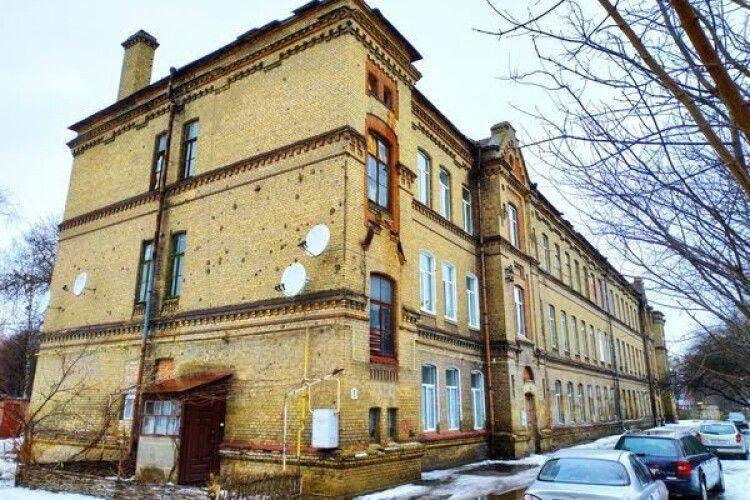 У Луцьку просять облаштувати один з найстаріших в місті дворів