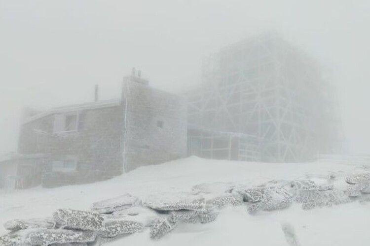 Карпати накрив крижаний шторм з туманом