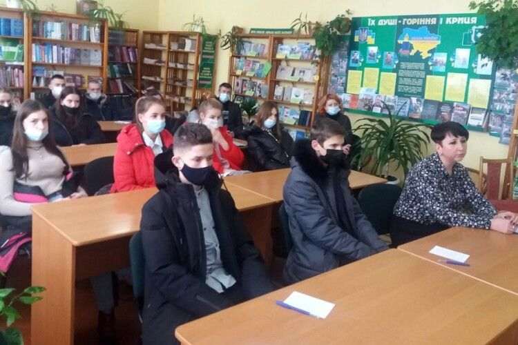 Молодь Турійської громади вшанувала пам'ять гімназистів, які загинули під Крутами