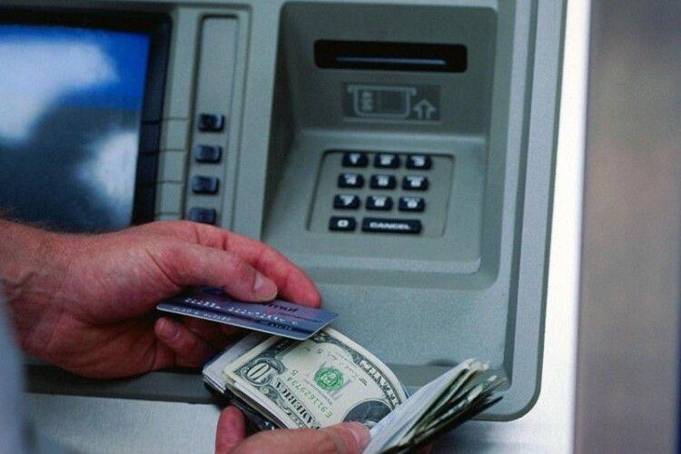 У Горохові в чоловіка вкрали банківську картку і зняли 15000 гривень