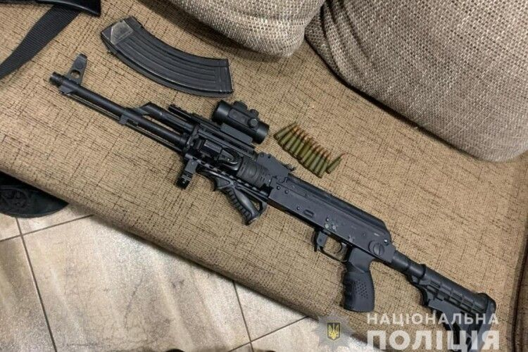 На Волині поліцейські, які поїхали розбиратись з домашнім дебоширом, виявили боєприпаси та зброю