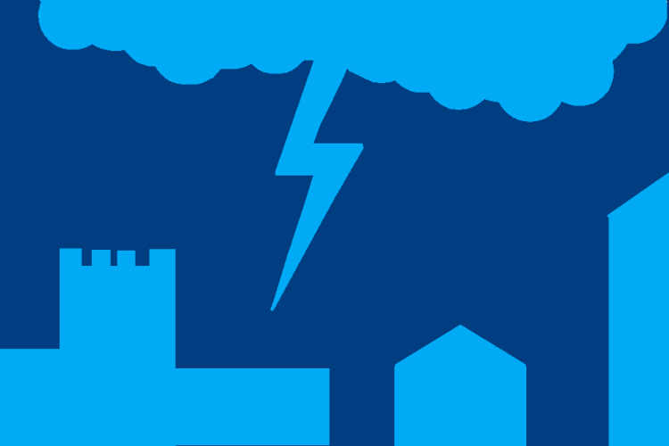 Волинський телеоператор зумів «упіймати» блискавку над Луцьком (Відео)