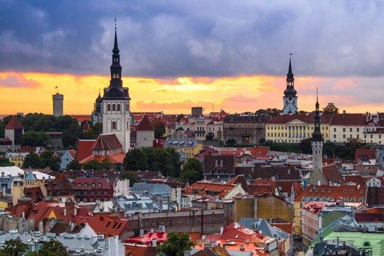 Естонія закриває на карантин школи та університети