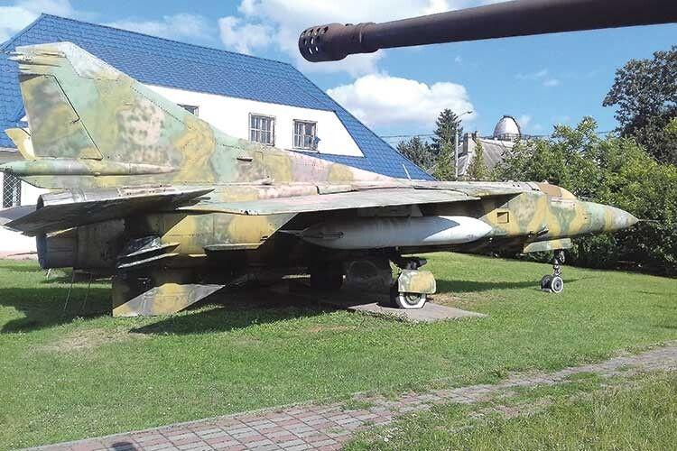 МіГ–23завалився уЛуцьку наподвір'яЗавальних