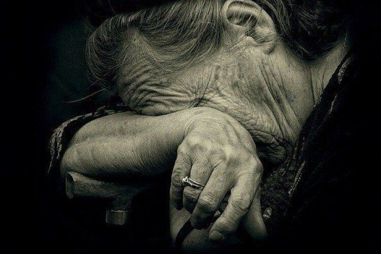 Злапали 24-річного онука, який вчиняв домашнє насильство над 82-літньою бабусею