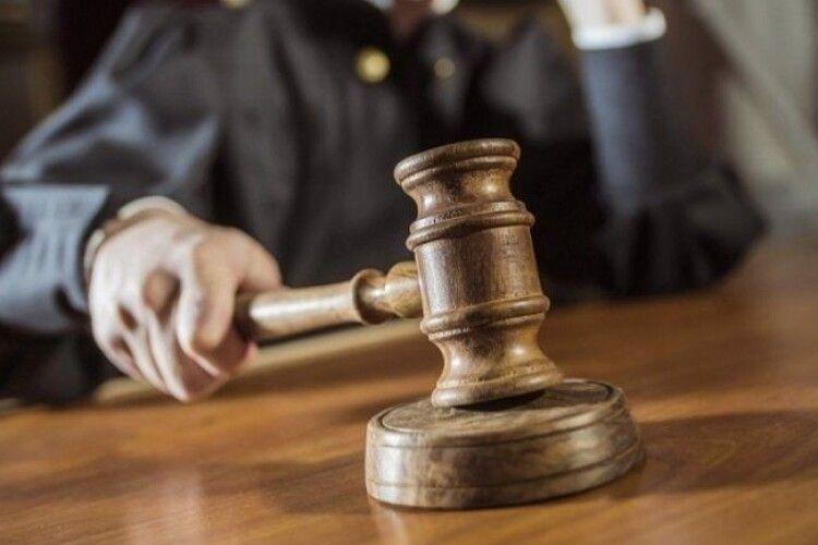 На Львівщині судитимуть «церковного наставника», якого звинувачують у зґвалтуванні 11 малолітніх дівчат