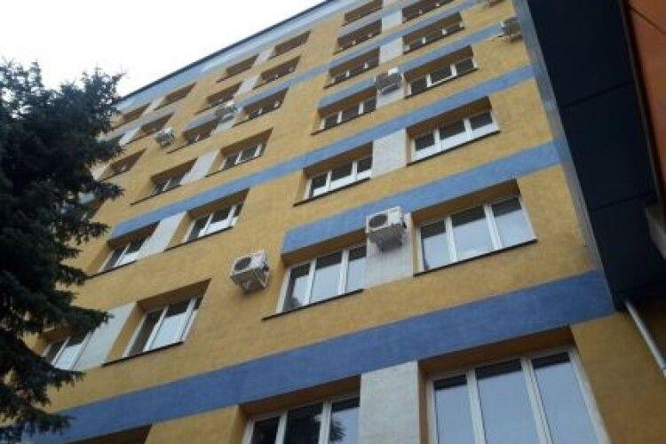 Знову самогубство у лікарні: з вікна восьмого поверху викинувся 30-річний чоловік